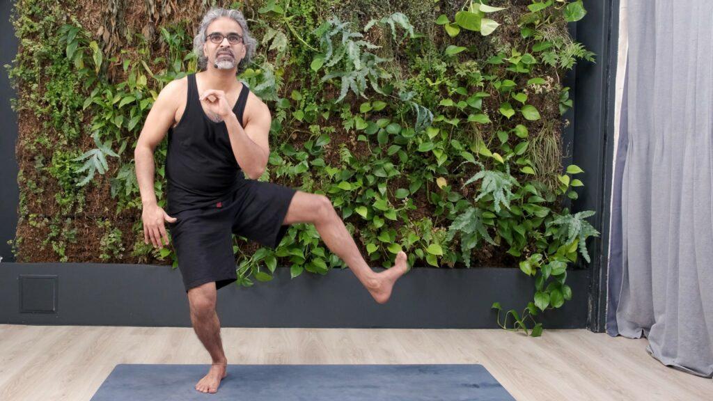 Transitions dans les postures de yoga