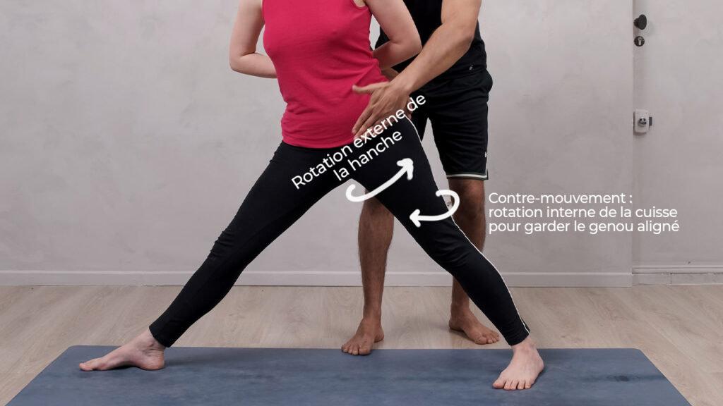 Pensez à bien pousser l'arrière jambe dans le sol dans guerrier 2