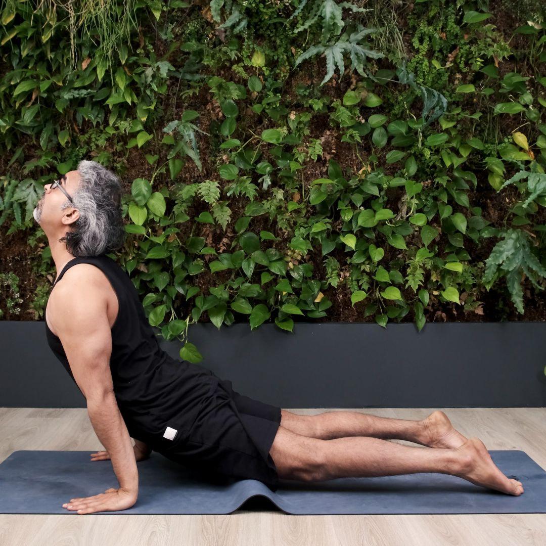 urdhvamukha svanasana - ouvrir la cage thoracique aide à développer la confiance en soi